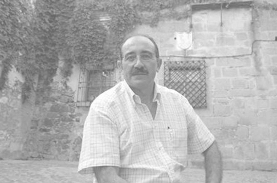 foto de biografía de César García González